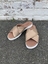 Load image into Gallery viewer, cross strap slide sandal