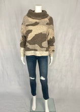 Load image into Gallery viewer, turtle neck sweater - camo