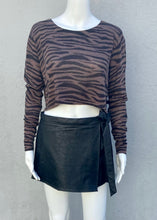Load image into Gallery viewer, zebra crop sweater