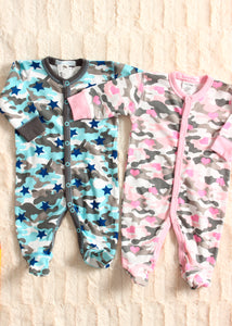 long sleeve footsie-camo stars