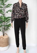 Load image into Gallery viewer, surplice tiger print blouse