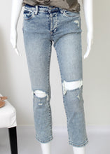 Load image into Gallery viewer, knee rip distressed crop jean