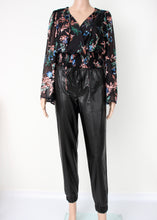 Load image into Gallery viewer, long sleeve floral blouse