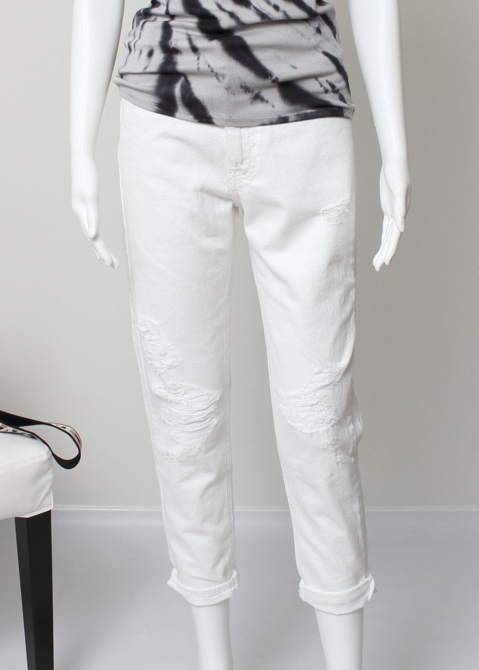 mom jean-distressed white