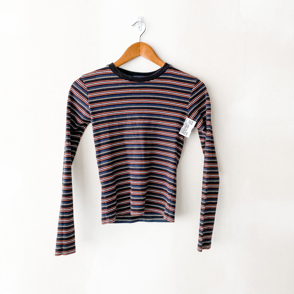 Brandy Melville Long Sleeve T-Shirt Size Small - Bay 4 Bin 200
