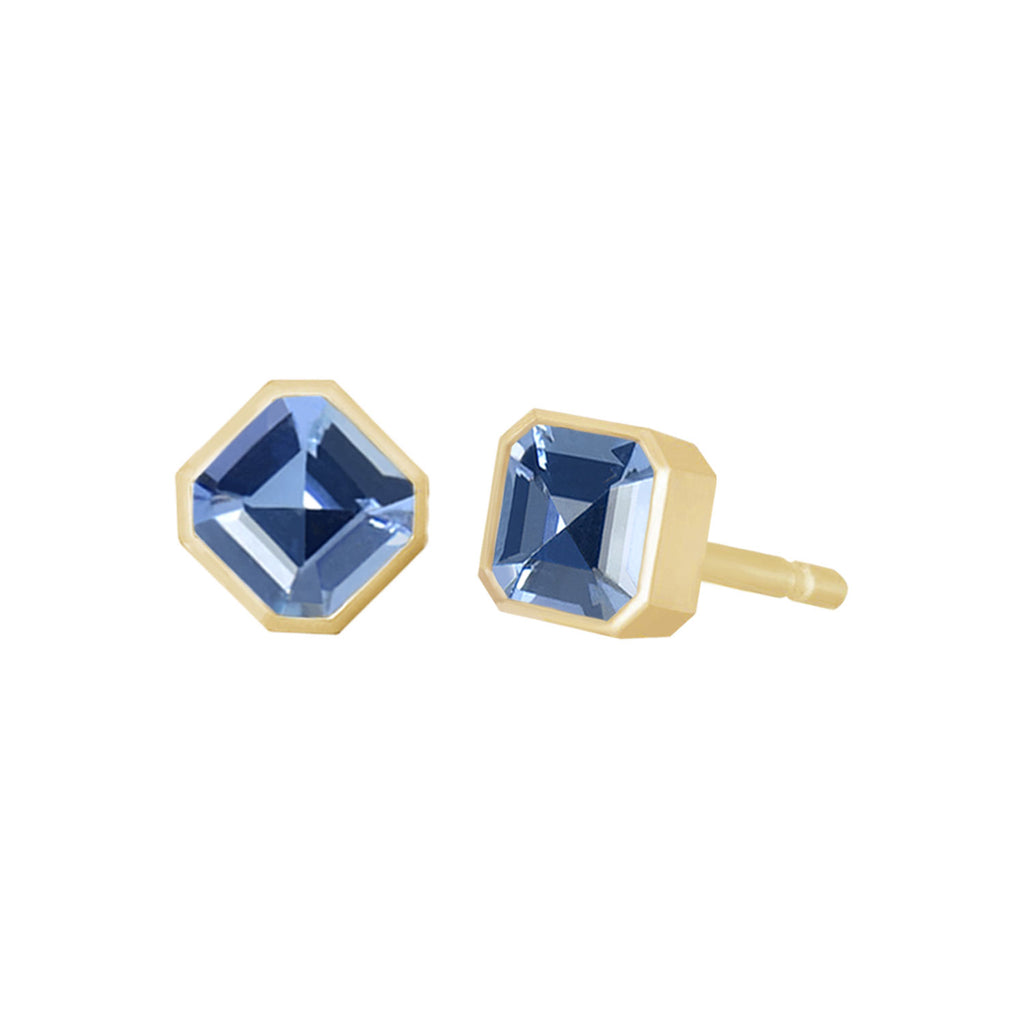 Light blue sapphire studs earrings shown from two angles. Asscher cut sapphires in bezel setting. Fine designer jewelry made in Montreal by K8 Jewelry Bijoux.