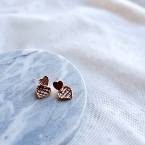 Chic Houndstooth Heart Stud Earrings