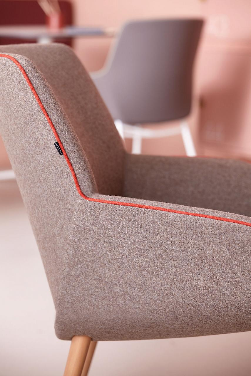Actiu Noom 10 4 Point Wood Seat Upholstered Seat