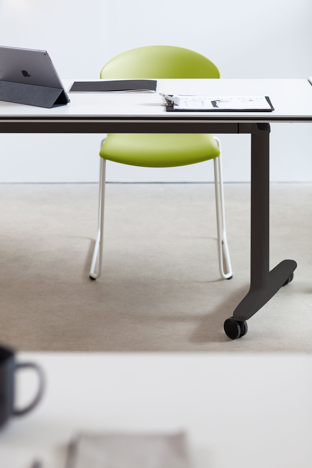 Actiu Whass Cantilever Meeting Chair