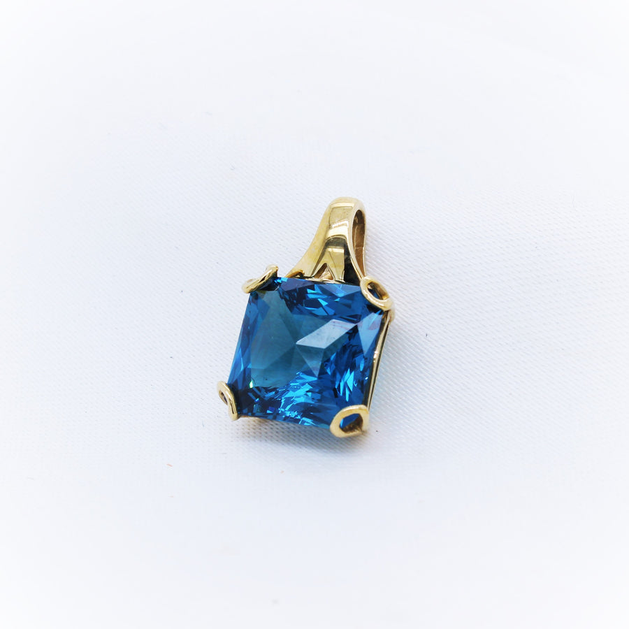 9K Yellow Gold London Blue Topaz Pendant - The French Door Jewellers
