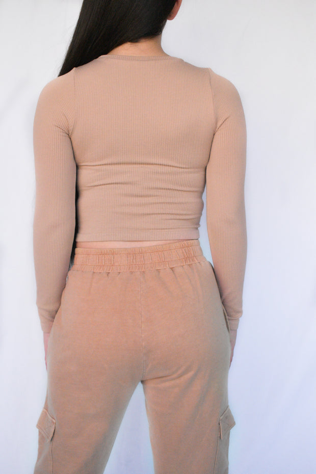 SEAMLESS RIBBED LONG SLEEVE CROP TOP