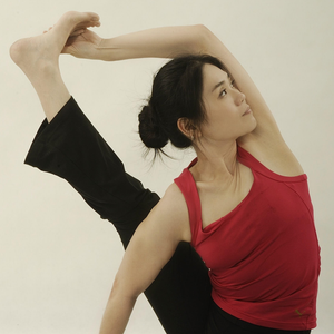 [Online] 4 SIDES SPINAL STRETCH by Caymee Yap 19th April, 18:00-19:30 (GMT+9)