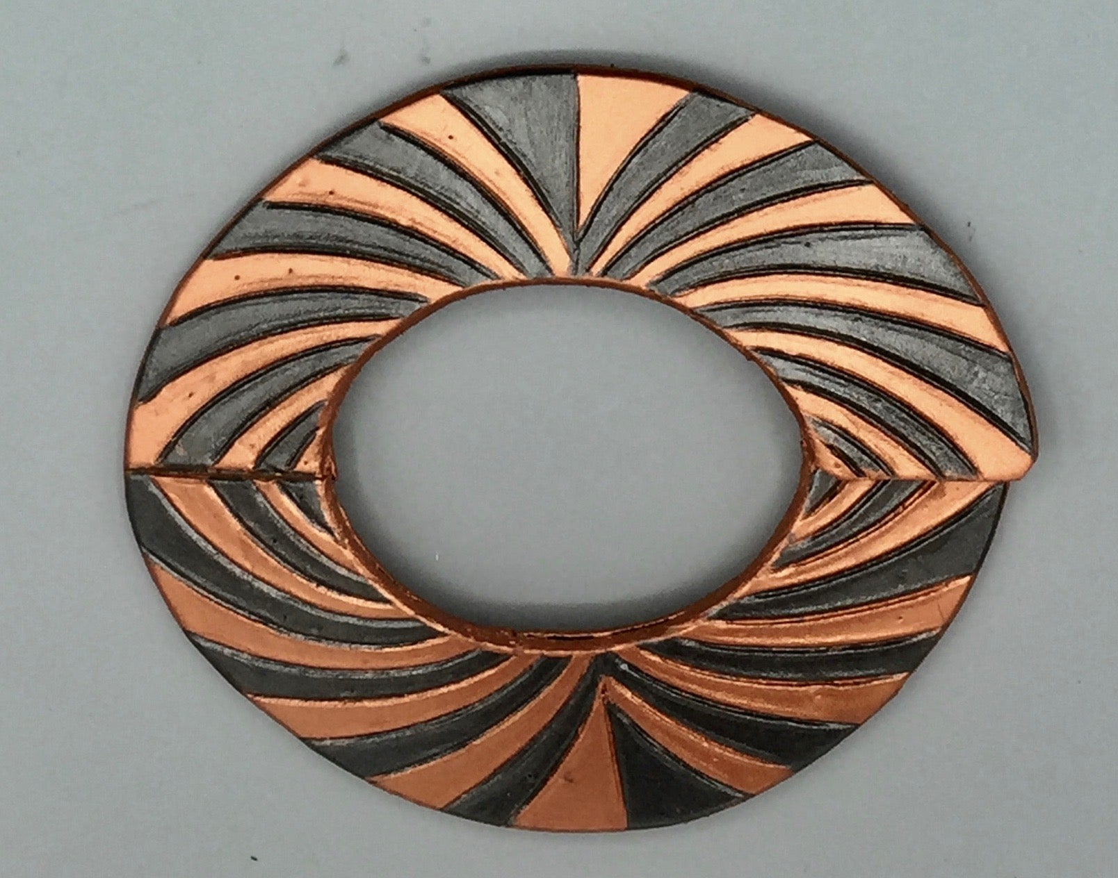 "OVAL BRACELET - ""LINEAR VIBRATION"""