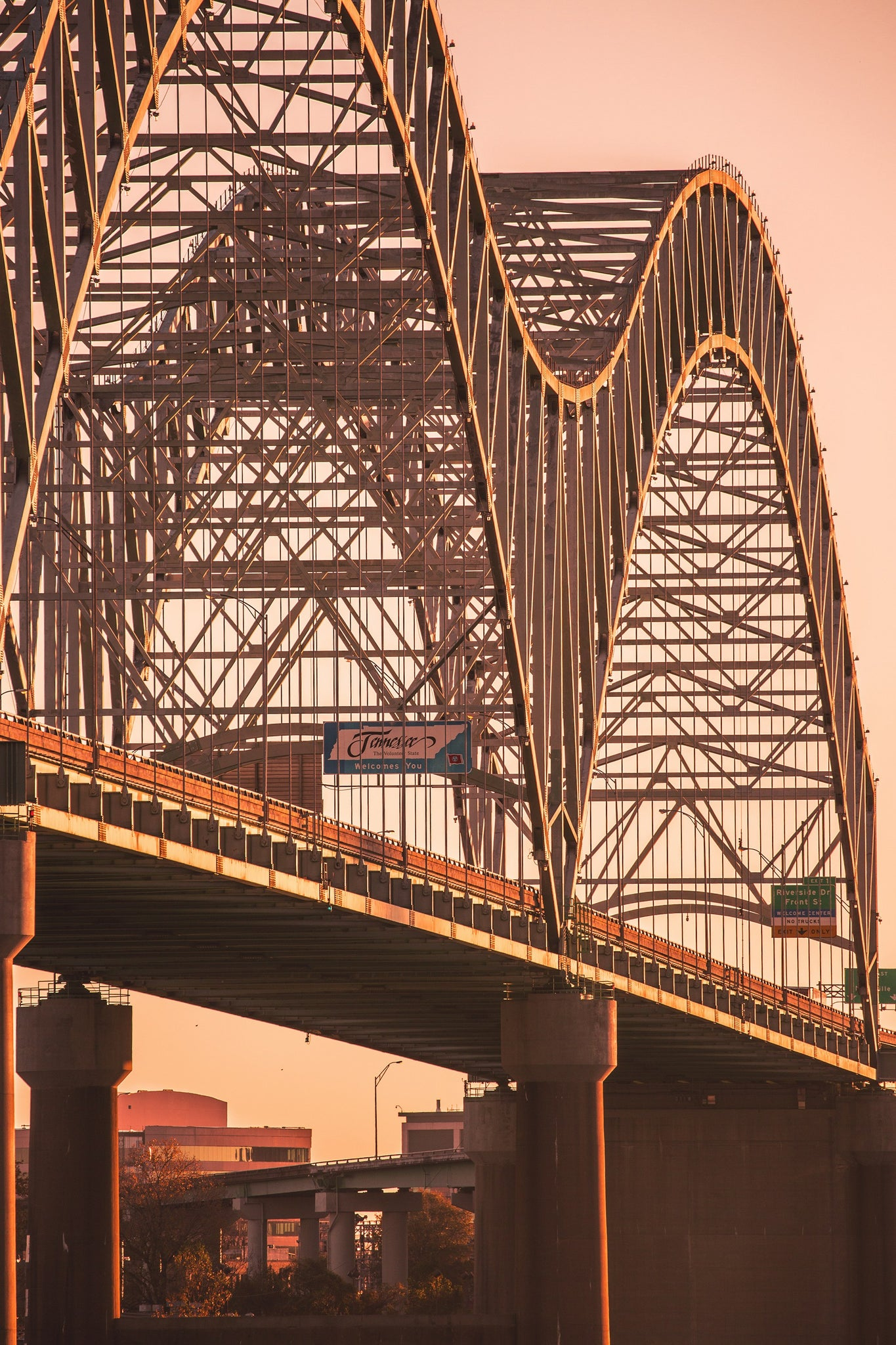 Memphis bridge close up photo from Arkansas Big River Trail using the Canon 100-400 lens