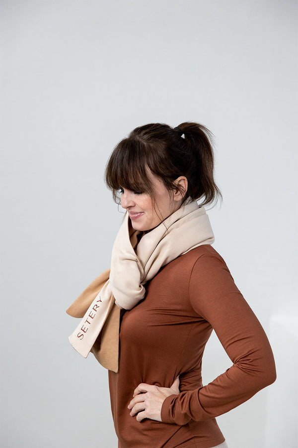 HOLLY – Zweifarbiger Schal in Camel/Soft Peach