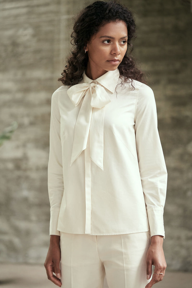 MAIA - Versatile Cotton Blouse with a Bow