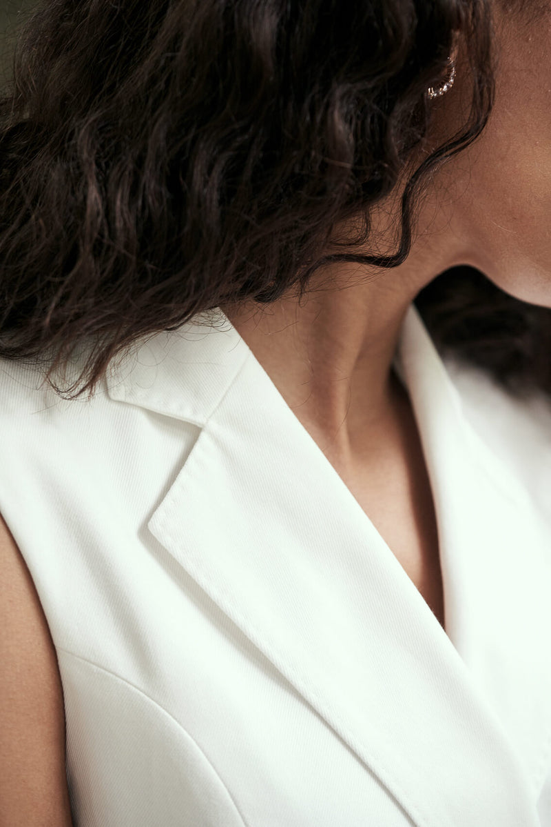 Detail of a white blazer dress collar