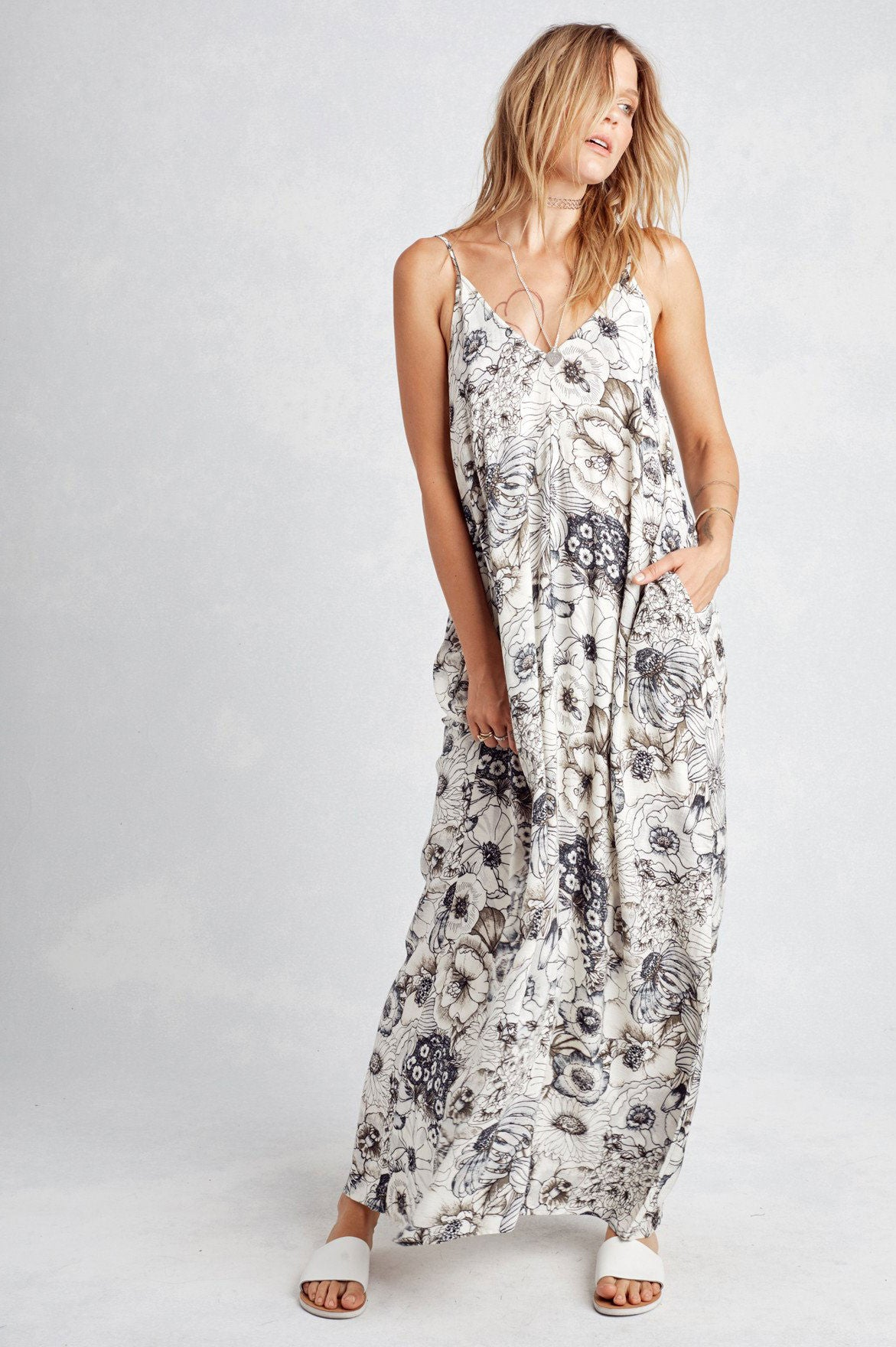 Women's casual vacation maxi dress with black and white floral sketch print and pockets.