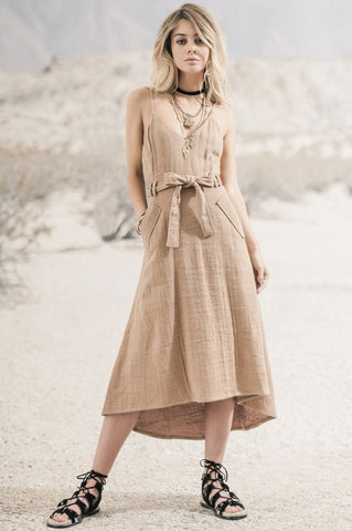 Women's marilyn monroe style dress. Sleeveless v-neck belted a-line flare dress. Casual sundress. mocha