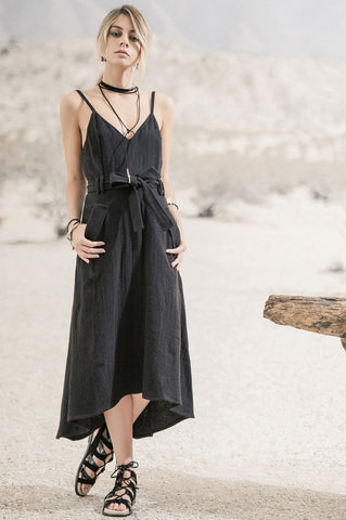 Women's marilyn monroe style dress. Sleeveless v-neck belted a-line flare dress. Casual sundress. LBD black Dress