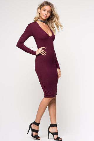 Women's long sleeve burgundy bodydon dress. V neck jersey dress for party outfit ideas. Midi dress cute outfits.
