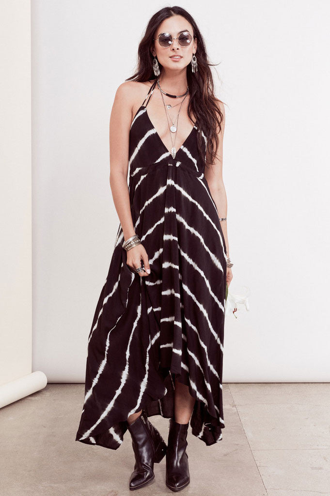 Womens Bohemian Dresses. Street Style black and white tie dye halter maxi dress. Front view.