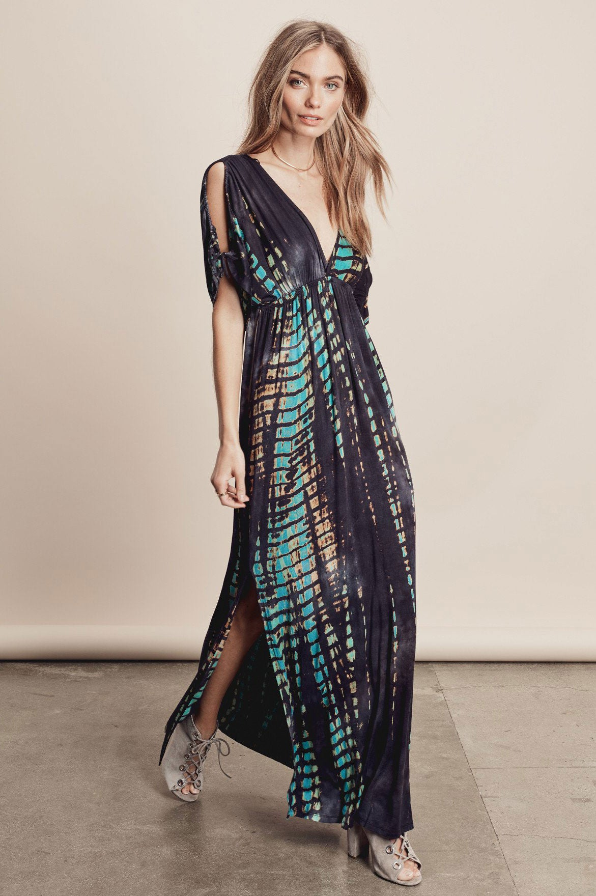 Womens short sleeve deep v-neck tie-dye boho long-maxi dress. Black & green print
