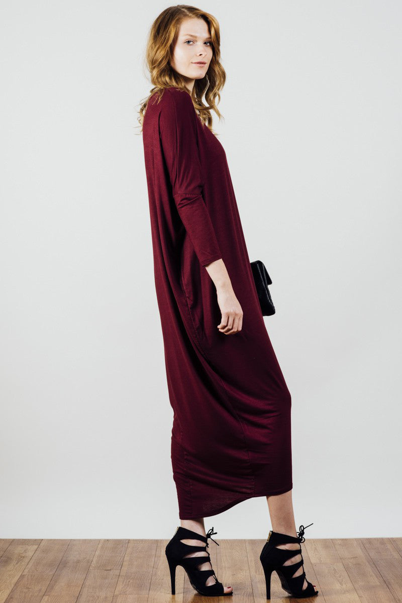 Long sleeve, oversized loose fit, basic jersey ankle length Maxi dress in burgundy. Front View