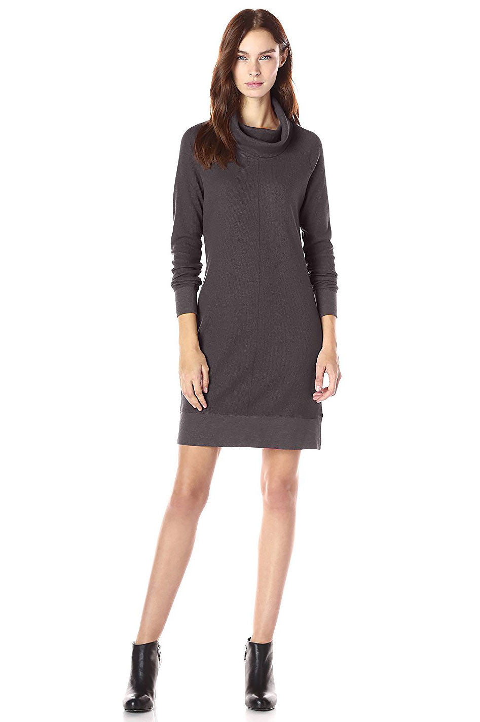 Womens cute fall outfits & sweater dresses: long sleeve mini sweater dress. Winter wear and fall dresses in grey