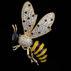 AN ENAMELLED AND DIAMANTÉ WASP BROOCH