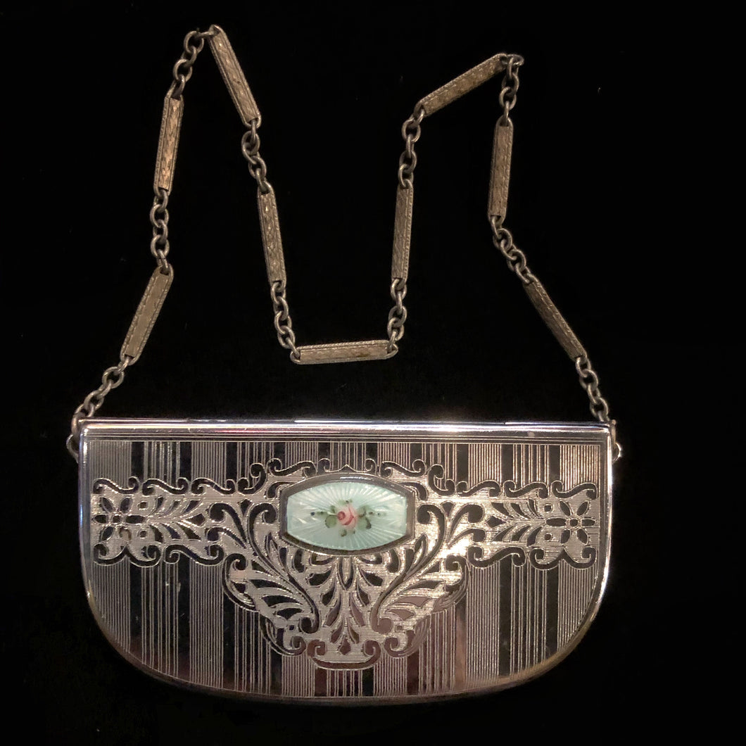 A 1920s DECORATIVE COMPACT PURSE