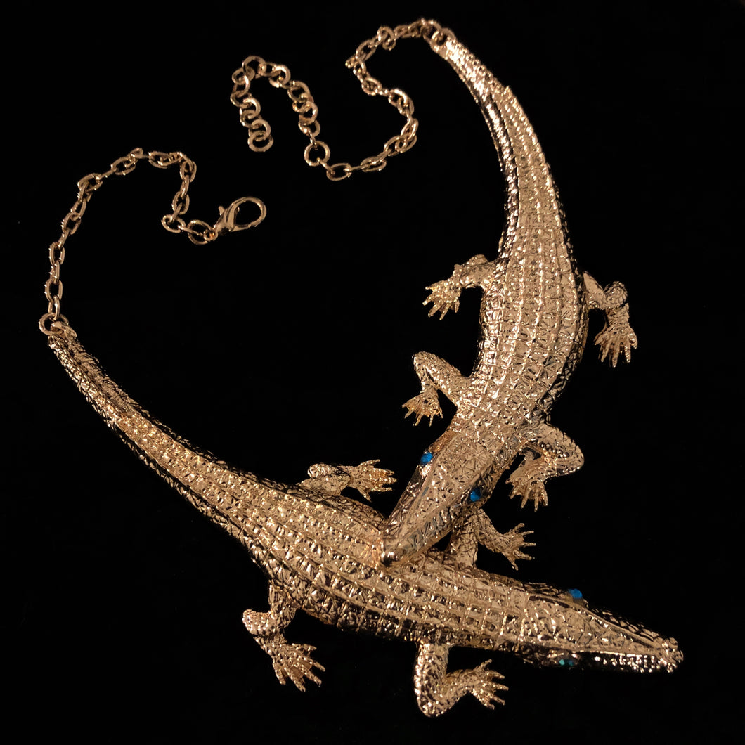 A LARGE GILT TWIN CROCODILE NECKLACE