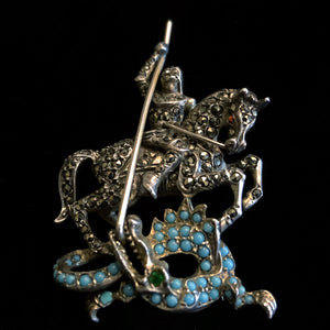 A SILVER MARCASITE ST GEORGE AND THE DRAGON BROOCH