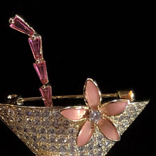 Load image into Gallery viewer, A CHAMPAGNE COCKTAIL BROOCH WITH PEARL