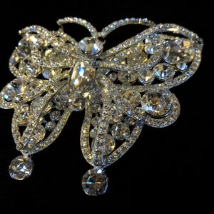 A LARGE CRYSTAL BUTTERFLY BROOCH