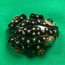 Load image into Gallery viewer, A VINTAGE CINER FROG BROOCH