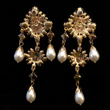 Load image into Gallery viewer, BAROQUE JEWEL PEARL EARRINGS