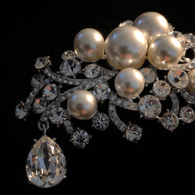 Load image into Gallery viewer, A MYSTERIOUS RHINESTONE AND PEARL BROOCH