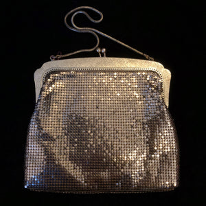 A 70s GOLD GLOMESH OROTON EVENING PURSE