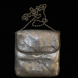 A SQUARE 70s GLOMESH ENVELOPE PURSE