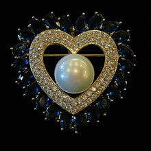 Load image into Gallery viewer, A DIAMANTÉ HEART BROOCH WITH PEARL CENTRE
