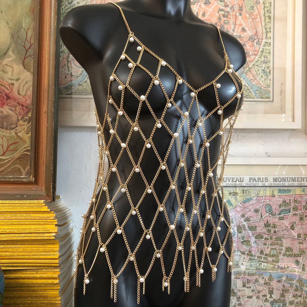 A CHAIN MESH LATTICE SINGLET WITH PEARLS