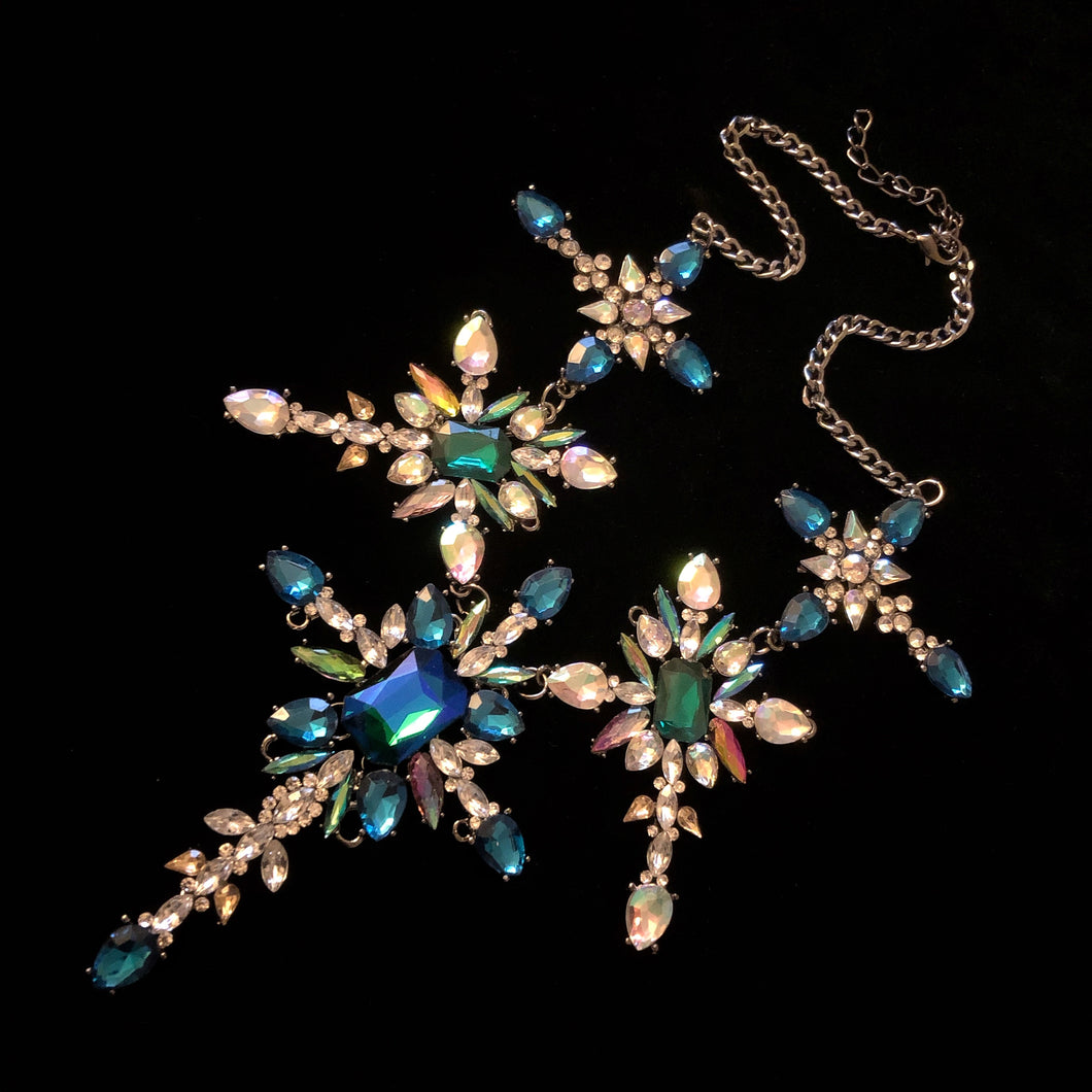 A JEWELLED BAROQUE NECKLACE