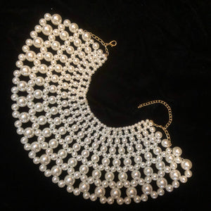 A LARGE AND SMALL SIZED PEARL COLLAR