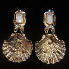 Load image into Gallery viewer, BAROQUE SHELL EARRINGS