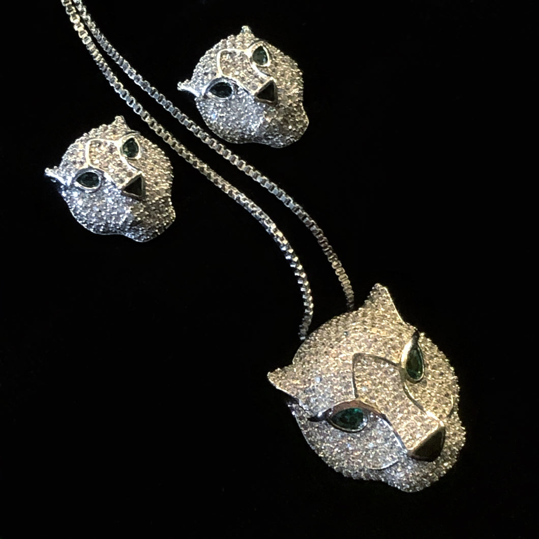 A HIGHLY DETAILED BIG CAT PENDANT AND EARRING SET