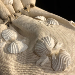 A 1950s CREAM STRAWCLOTH DILLY BAG WITH SHELLS