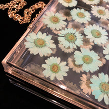 Load image into Gallery viewer, A PERSPEX CLUTCH WITH REAL DAISIES