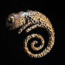 Load image into Gallery viewer, A GILT CHAMELEON BROOCH