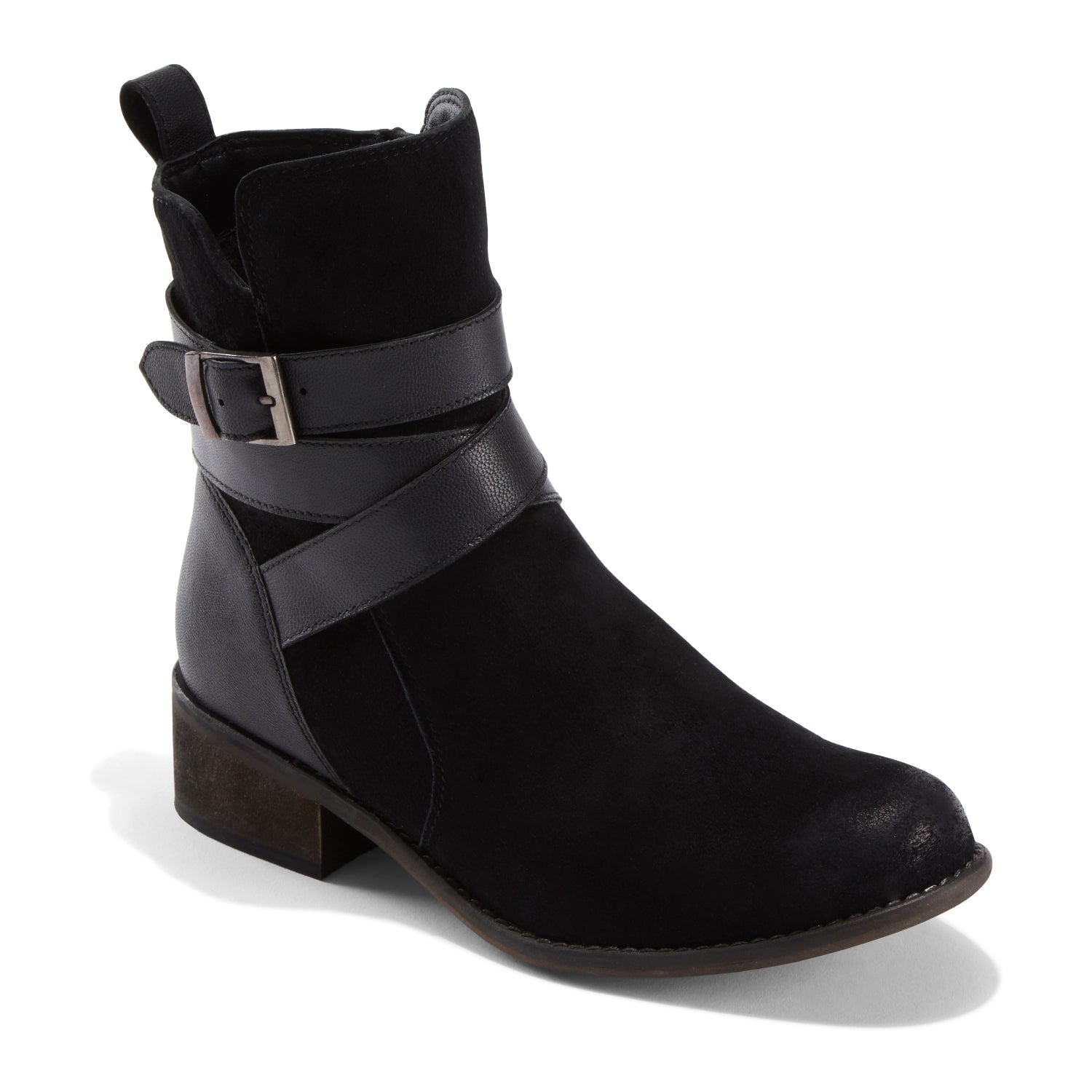 Belted with an elegant swath of premium, smooth leather that complements and contrasts the waxed suede upper, it s a boot that celebrates individuality while never seeming boastful or showy.